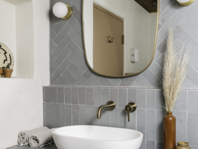 Posada Inn: Brick Backsplash + Shower