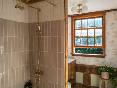 The Hunter Houses: Neutral Tile Tub Surround