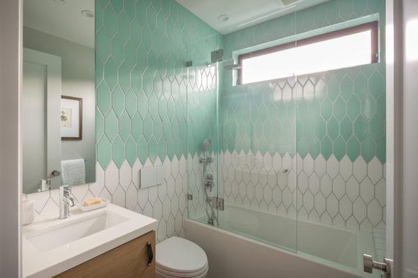 Noz Design: Two-Toned Kids' Bathroom Tiles