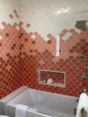 Ombre-Style Scalloped Tile Tub Surround