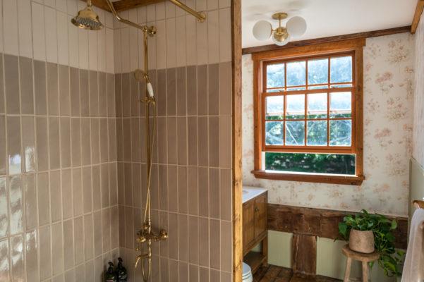 The Hunter Houses: Neutral Tile Tub Surround