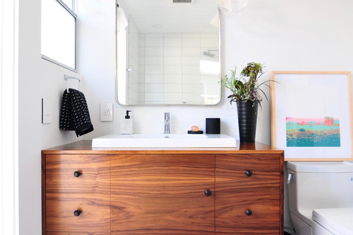 Midcentury Meets Modern Bathroom