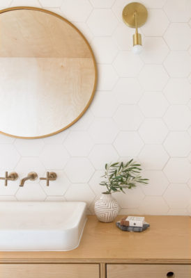 3 Timeless White Bathroom Tile Trends