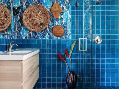 Yumi Interiors: Tropical Blue Bathroom