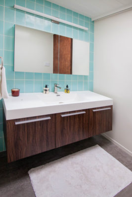 Mt. Ranier Eichler: 4x8 Glacier Bay Bathroom