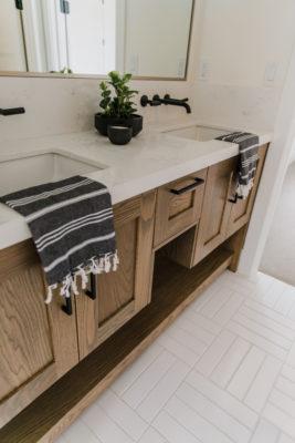 Villa Bonita: Guest Bathroom Floor Tile