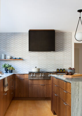 White Motif Uni Mountain Backsplash