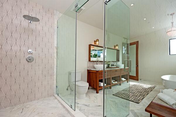 Luxurious Diamond Contour Master Bath